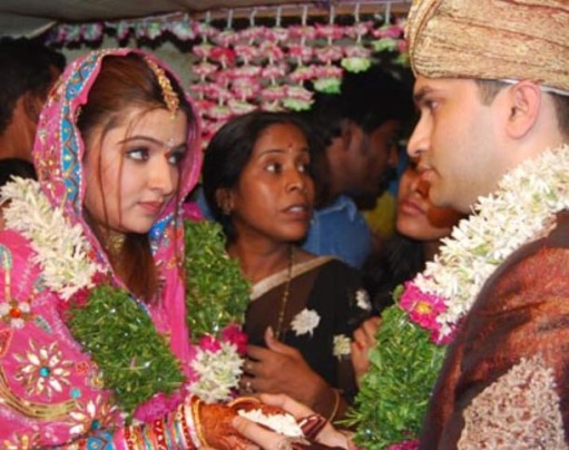 http://fearlessfalgons.files.wordpress.com/2009/06/aarthi-agarwal-marriage-pictures2.jpg?w=511&h=484